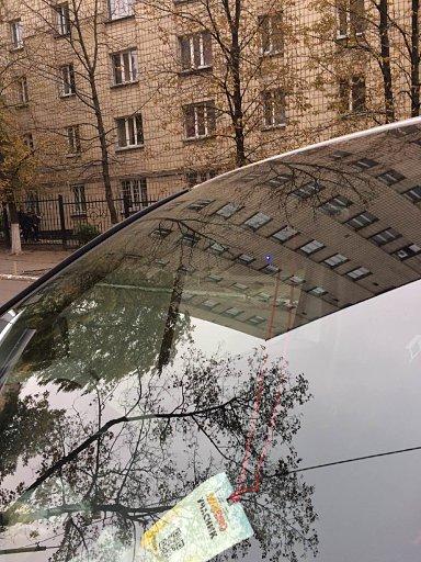 Установка скрытного видеорегистратора с WiFi в Renault Trafic : вид снаружи авто