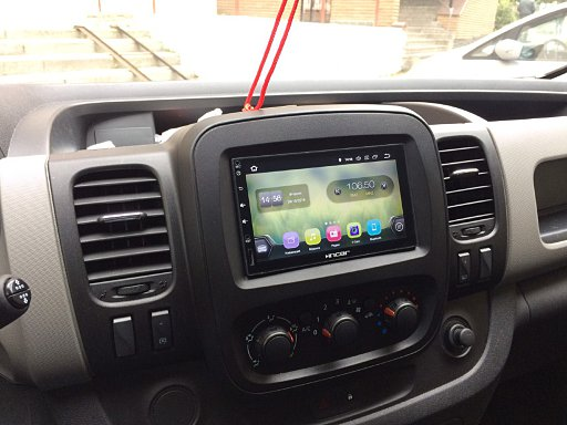 2дин магнитола Incar AHR-9280 в автомобиле Renualt Trafic через рамку Carav - главный экран