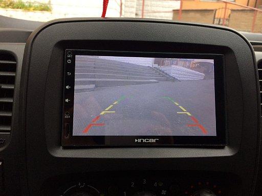 Renault Trafic: вид с камеры заднего вида Prime-X на магнитоле Incar AHR-9280